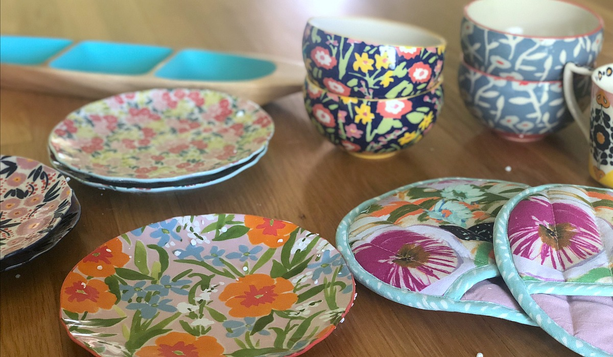 collin's deals and finds this week — anthropologie floral print plates, bowls, and pot holders