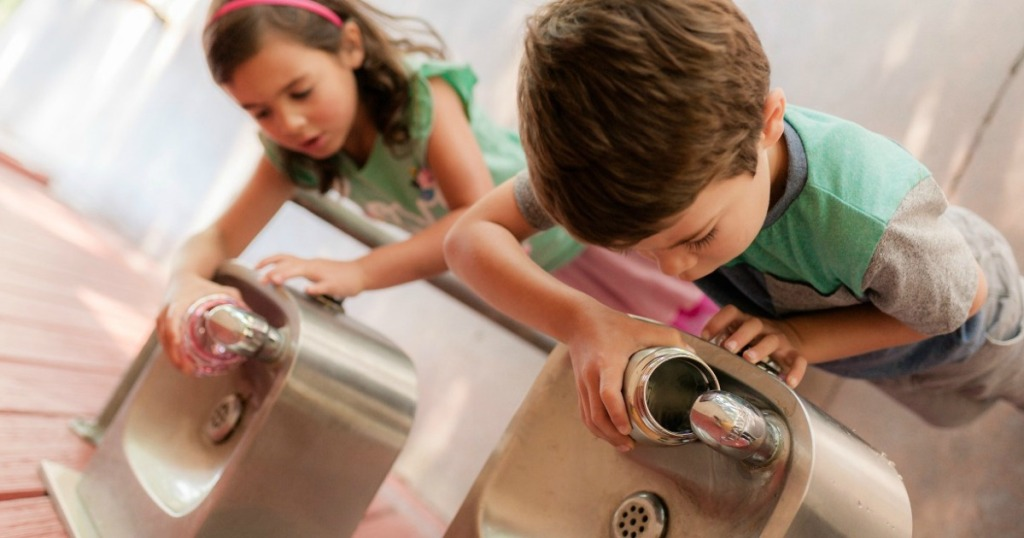 kids filling up camelbak water bottles