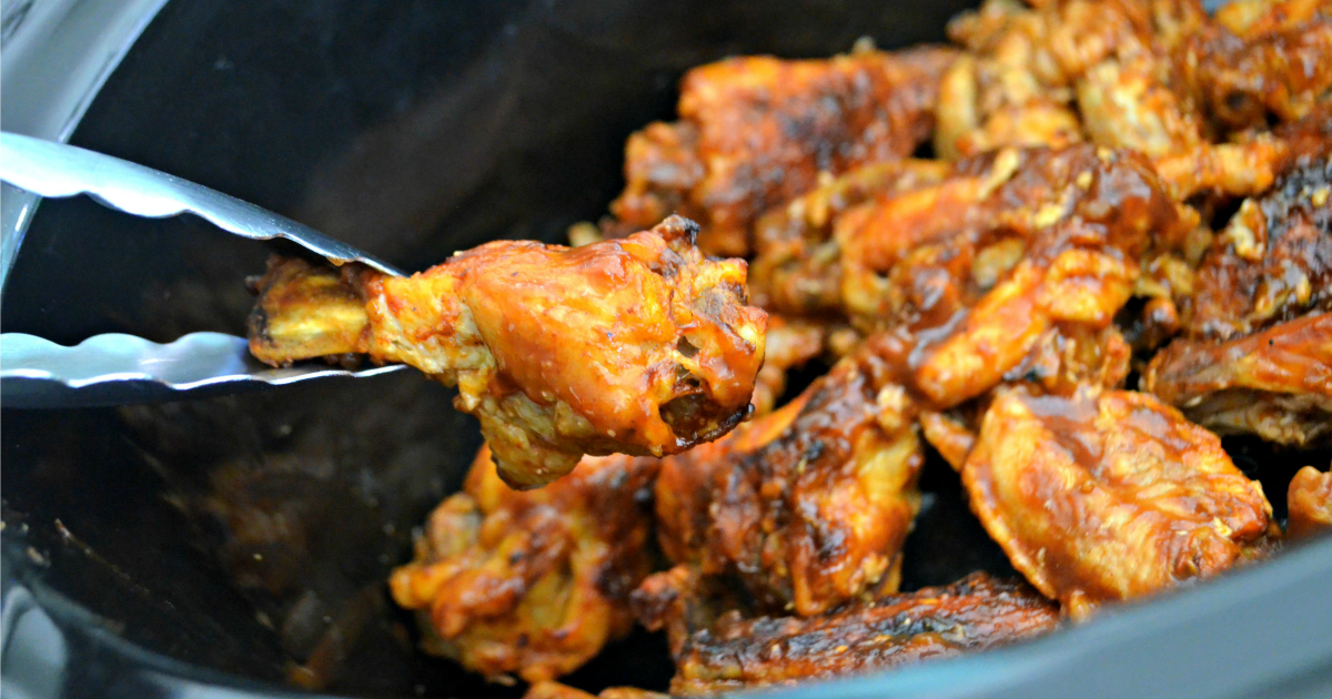 easy slow cooker buffalo bbq chicken wings - Wings in the slow cooker