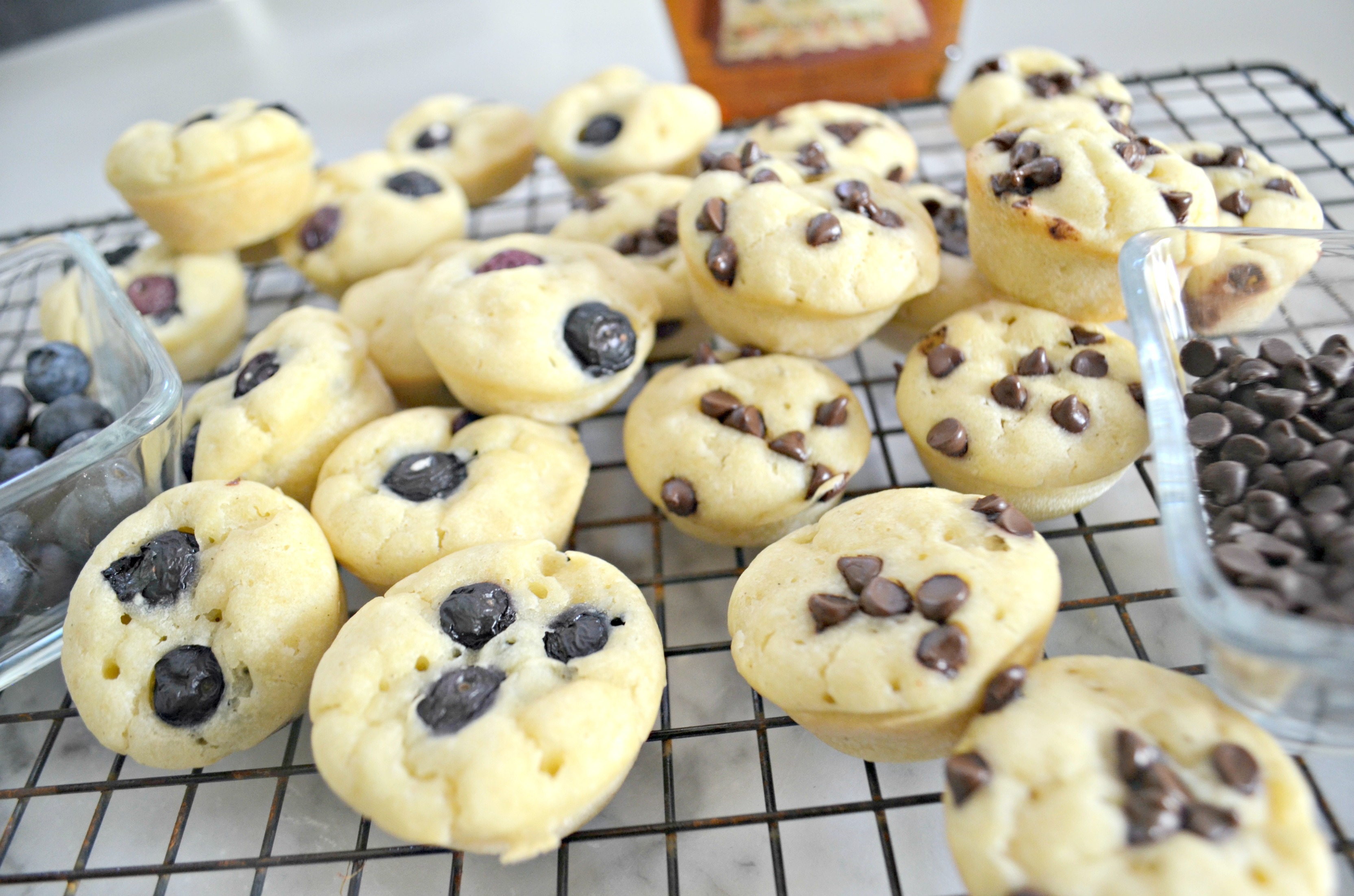 These gluten-free pancake bites are an easy breakfast idea – muffins on a cooling rack