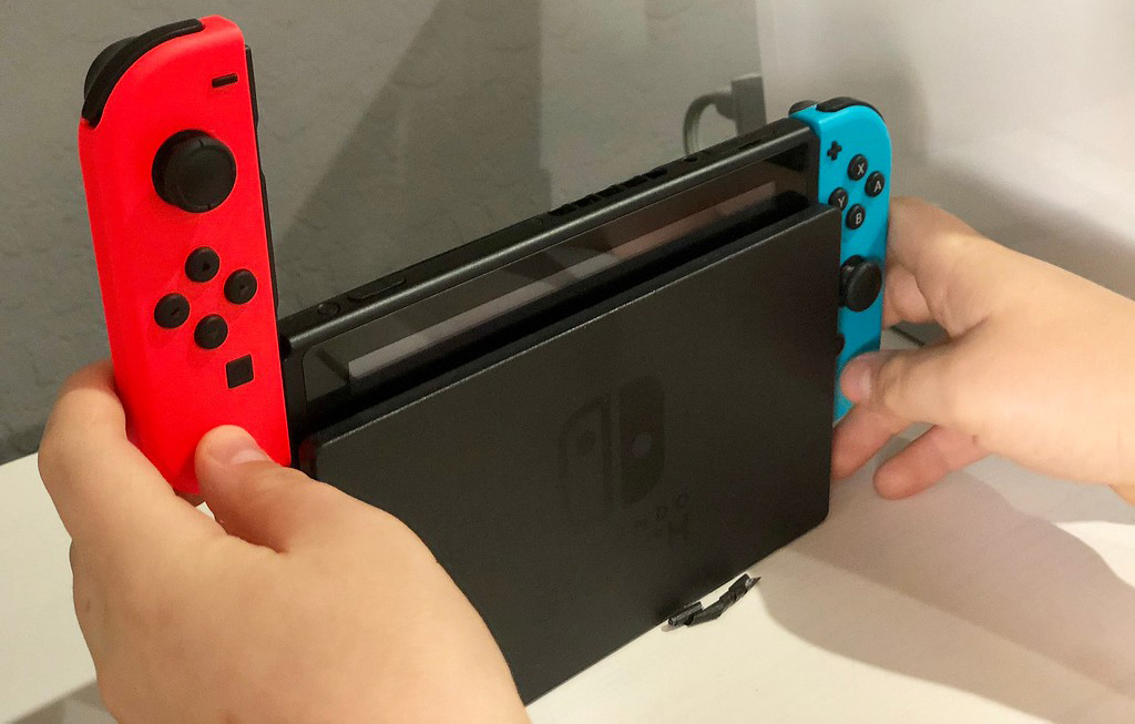 Removing controllers from Nintendo Switch