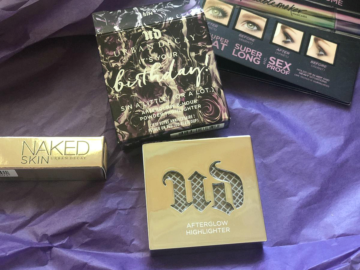 Get a free Urban Decay birthday gift like this highlighter - Urban Decay order