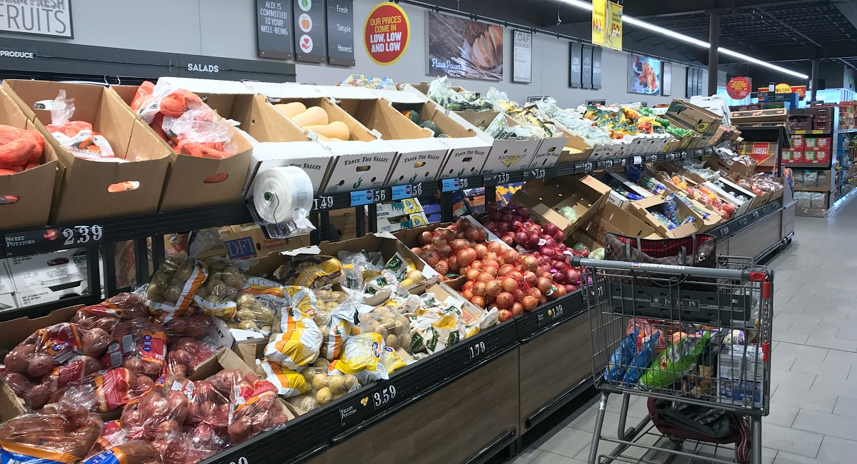 amber's organized meal plans and grocery shops — shopping at aldi in produce section