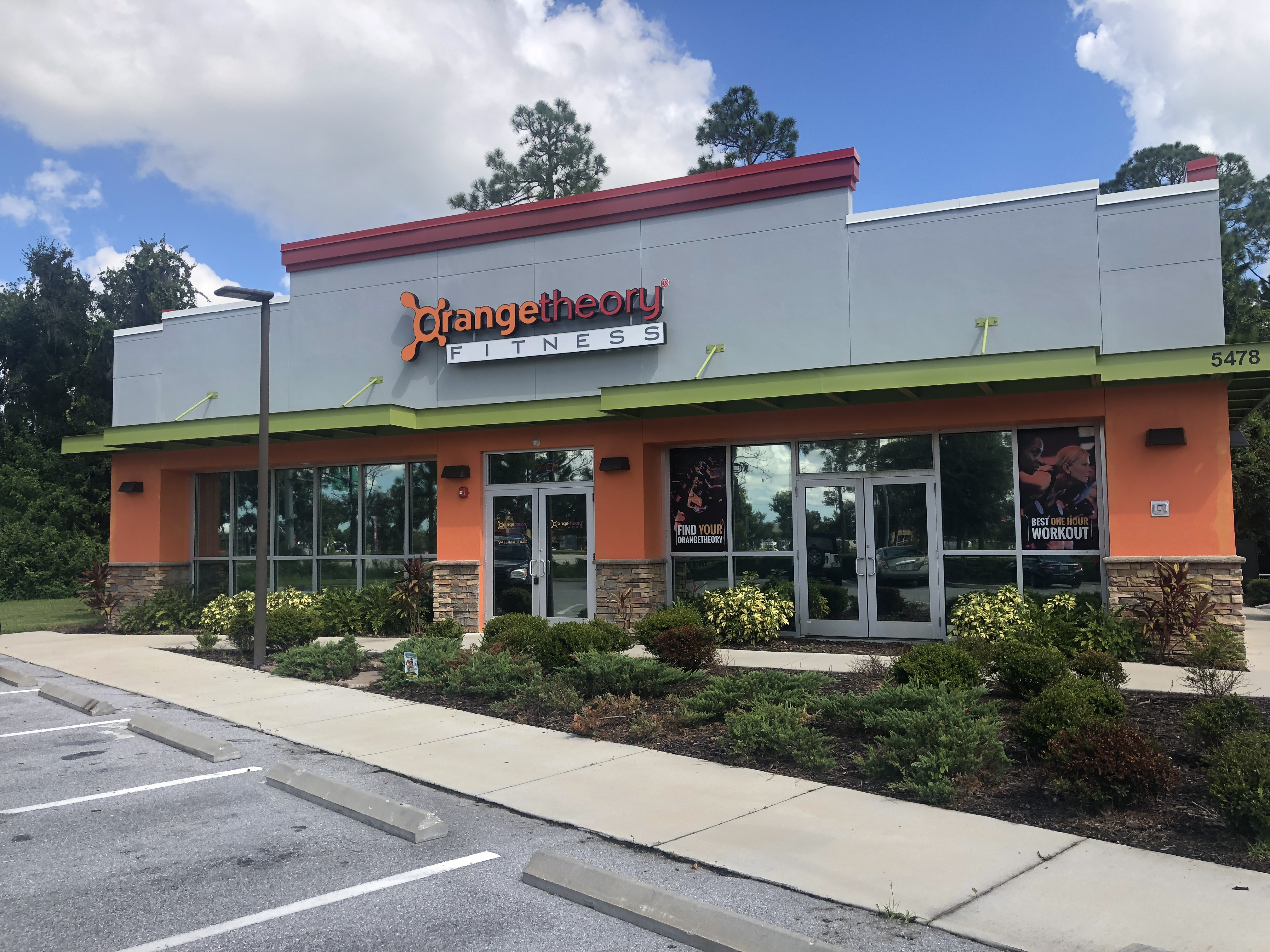 orangetheory fitness review – storefront