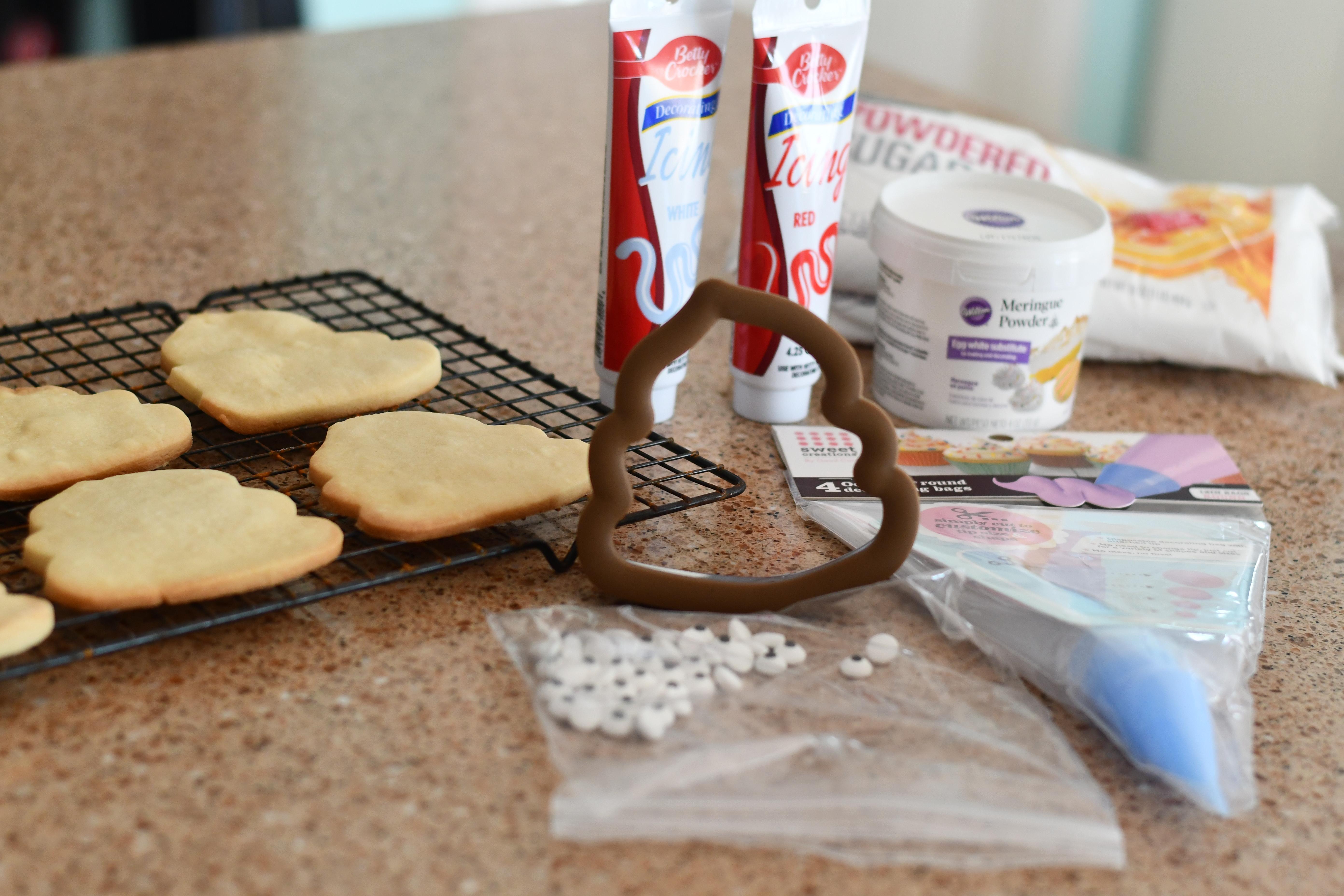 DIY Poop Emoji Santa Christmas Cookies – the poop emoji cookie cutter