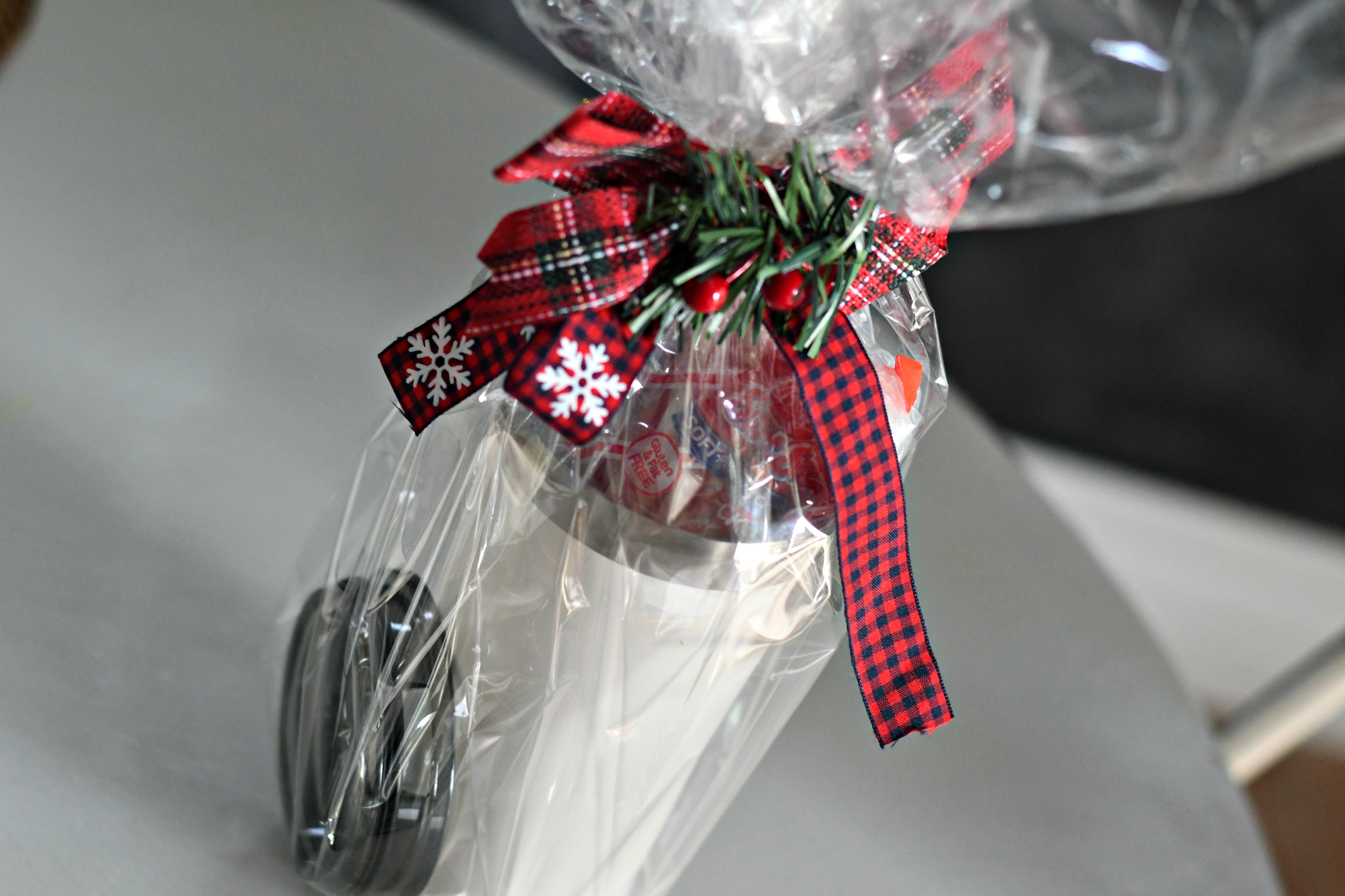 DIY Tumbler Gift basket ideas – Hot cocoa enthusiast gift contents in the tumbler