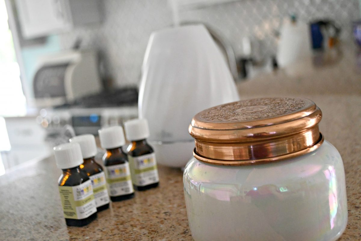 DIY Anthropologie Capri Candle Diffuser Scent – candle closeup plus oils and diffuser