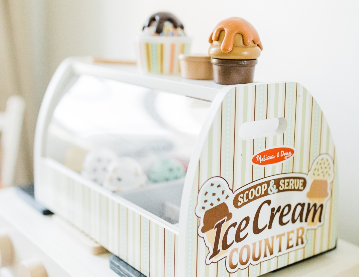 hot 2018 amazon christmas toys – melissa and doug scoop and serve ice cream counter