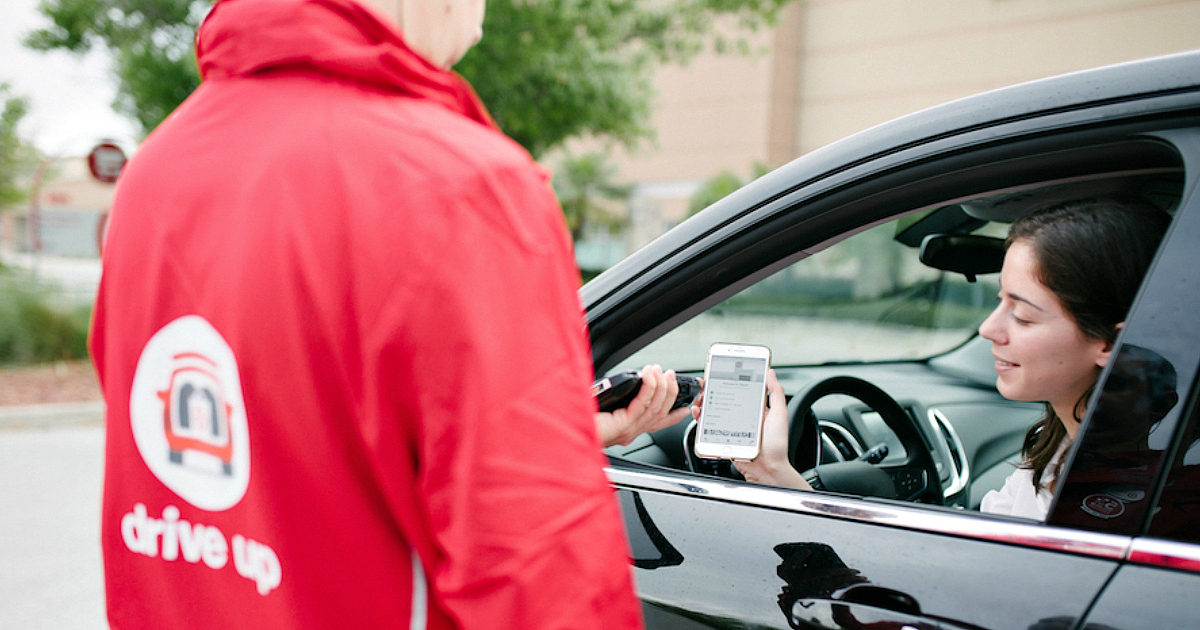 Target Cartwheel now applies to online and app orders for pickup – Target pro talking to a woman in a car