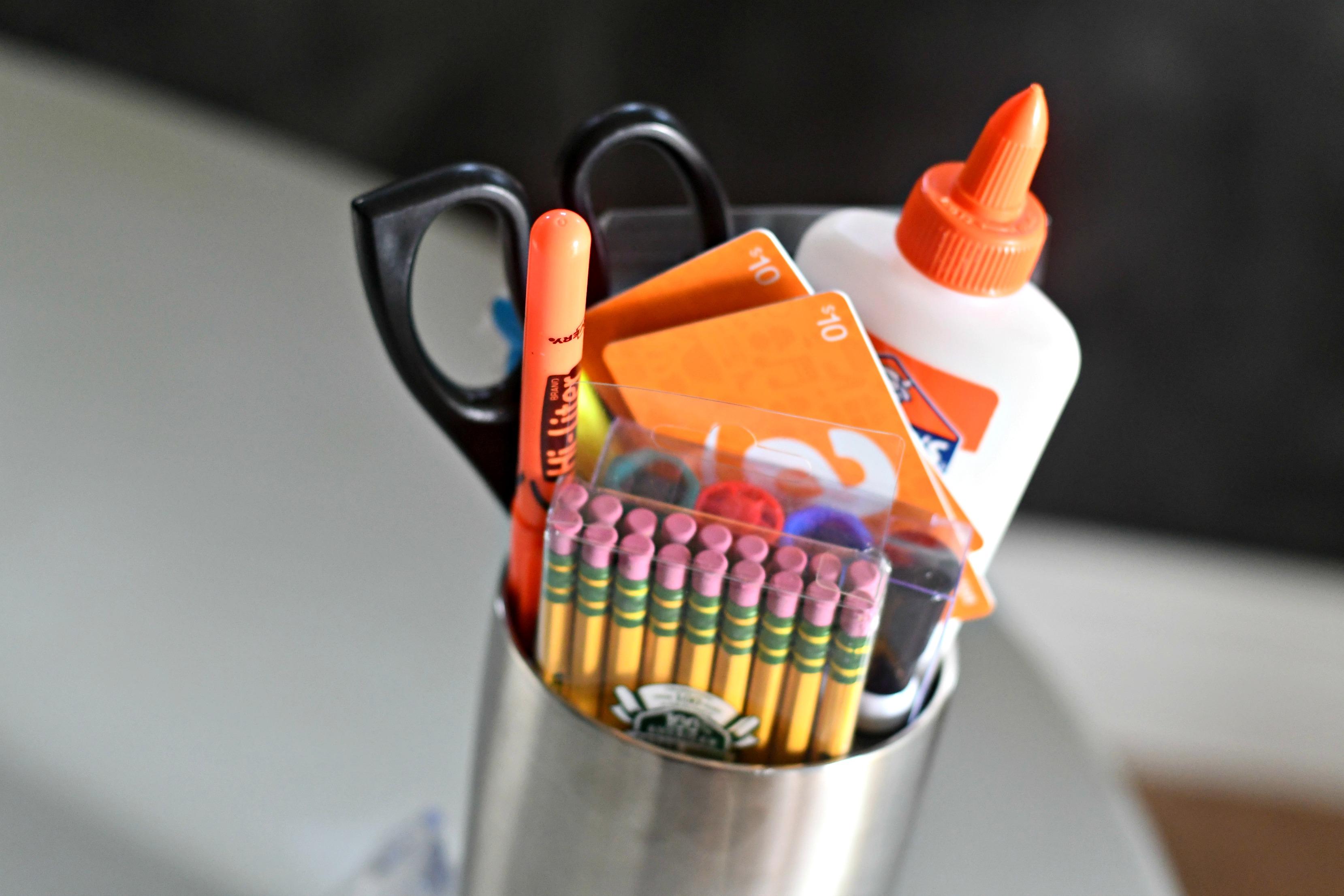 DIY Tumbler Gift basket ideas – Teacher gift contents in the tumbler