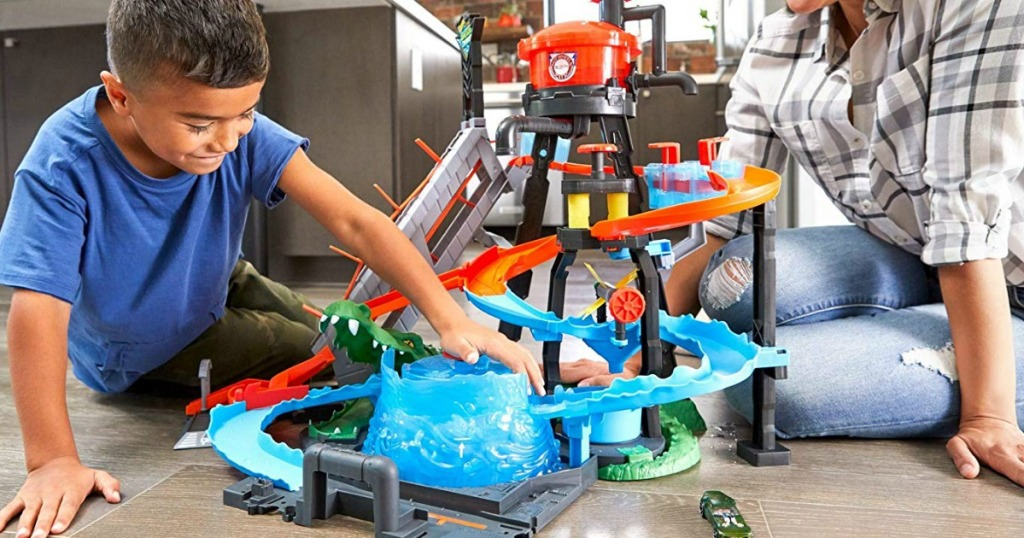 boys playing with Hot Wheels Ultimate Gator Car Wash Playset