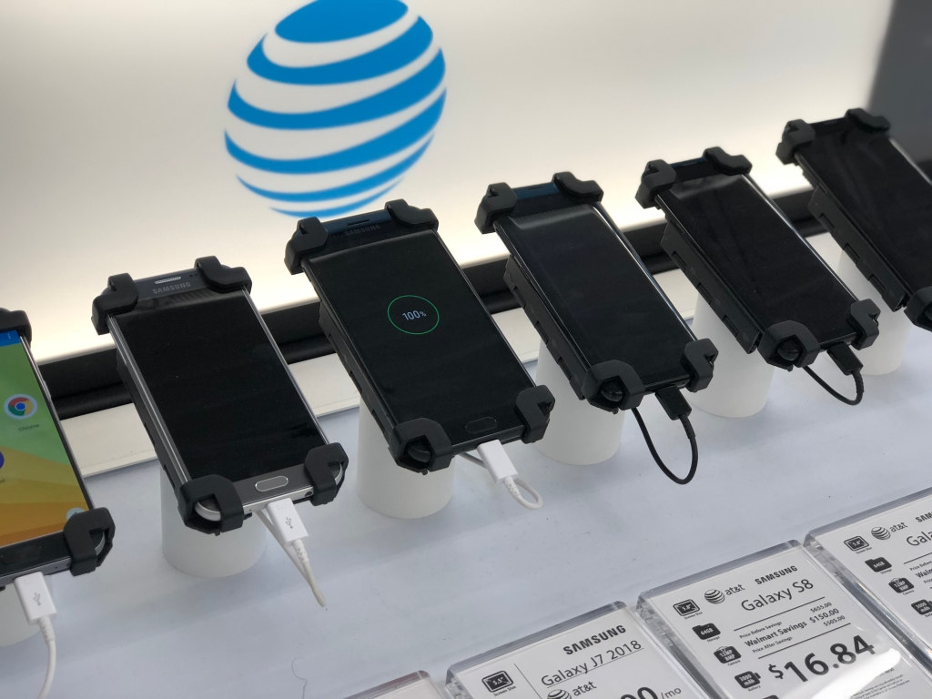 Select phones at Walmart - gift card offer