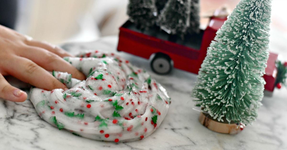 Make Christmas Tree Slime – playing with the finished slime