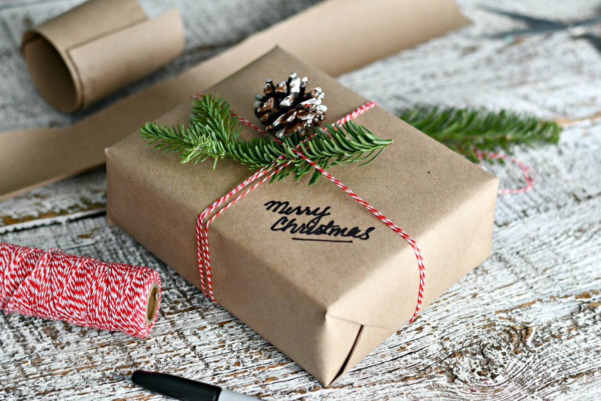 Easy & Frugal Holiday Gift Wrapping Ideas