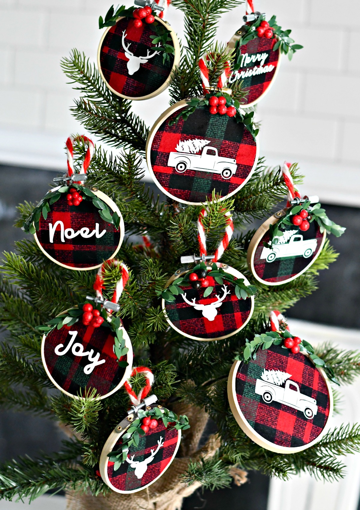 DIY Embroidery Hoop Christmas Ornaments – a small tree decorated with the ornaments