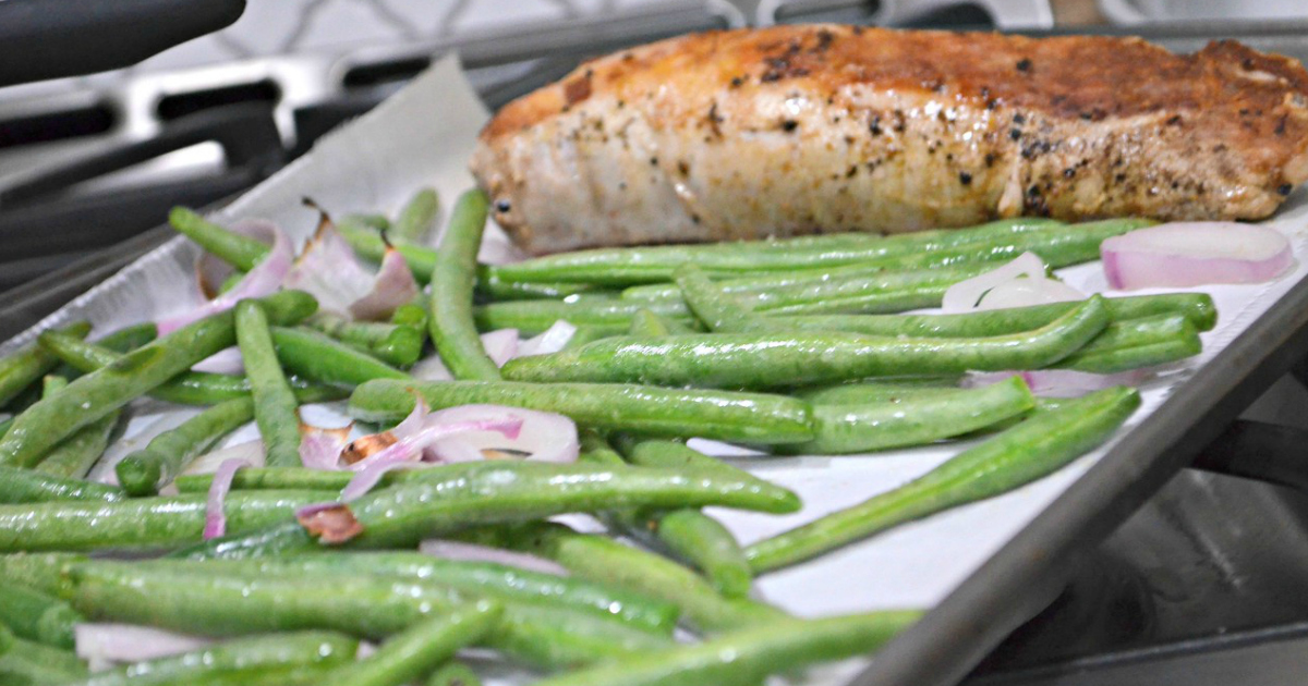 healthy homechef meals delivered keto – green beans and chicken on a baking pan