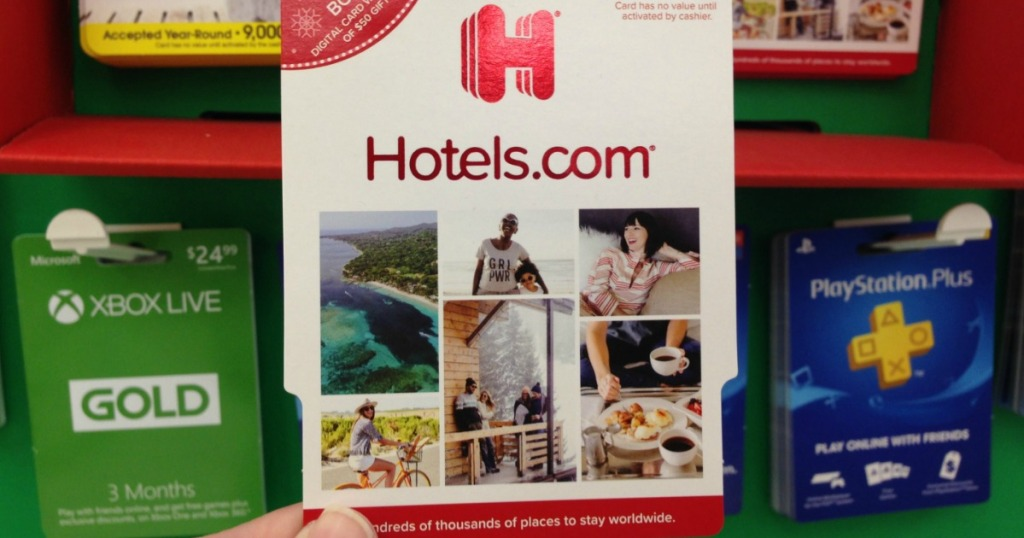 hand holding hotels.com gift card