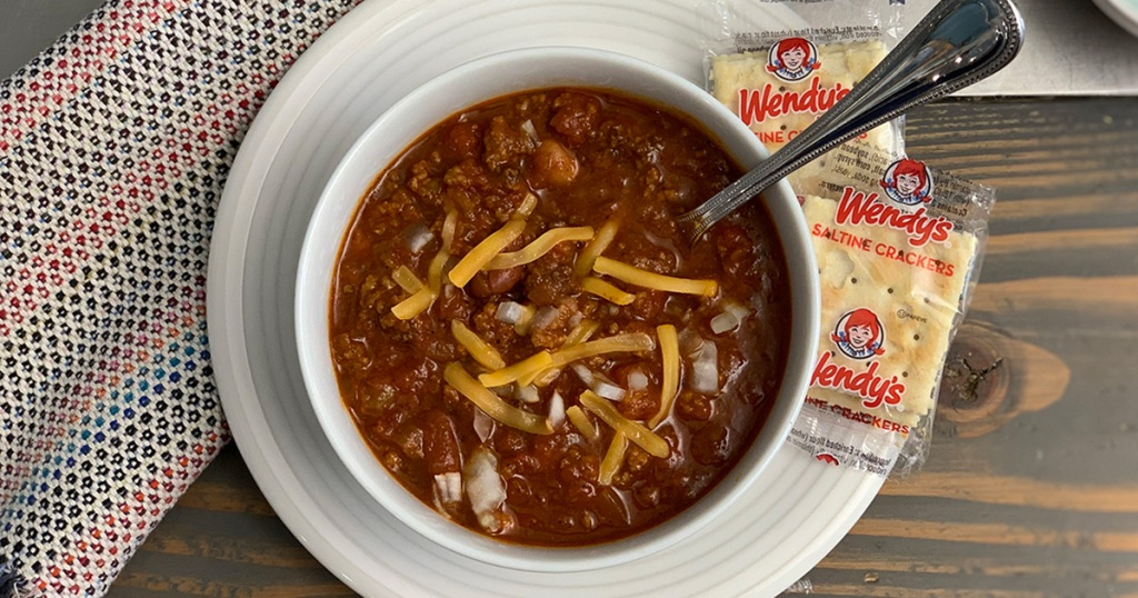 Wendys Famous Chili Copycat Recipe - A bowl of chili with Wendys crackers