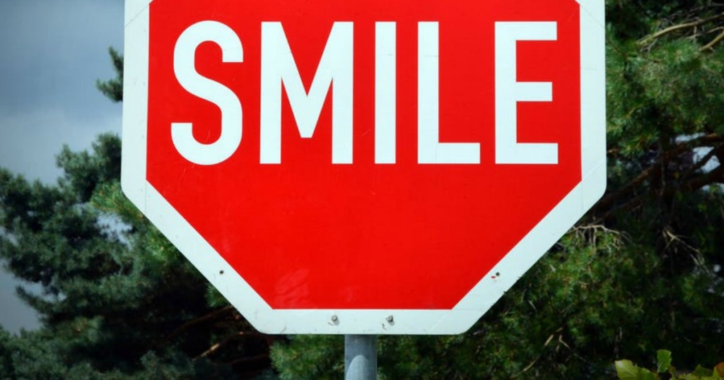 19 Simple And Thoughtful Ways to Pay It Forward in 2019 - Smile Sign