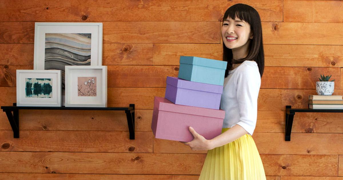 Tidying Up with Marie Kondo on Netflix – Kondo holding boxes