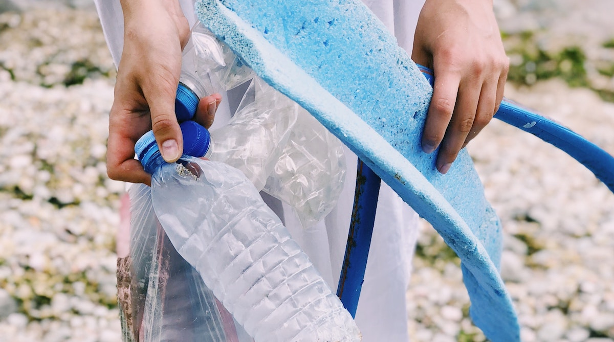 simple thoughtful ways to pay-it-forward in the new year – bottles environment clean-up