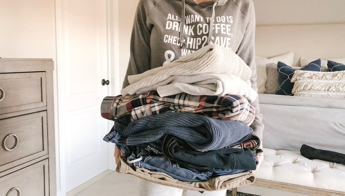 simple thoughtful ways to pay-it-forward in the new year – donate clothes pile pay it forward post