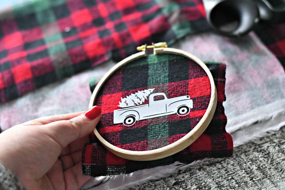 DIY Embroidery Hoop Christmas Ornaments – the finished ornament