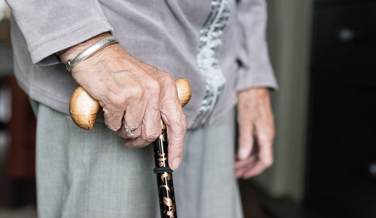 simple thoughtful ways to pay-it-forward in the new year – person hand walking cane