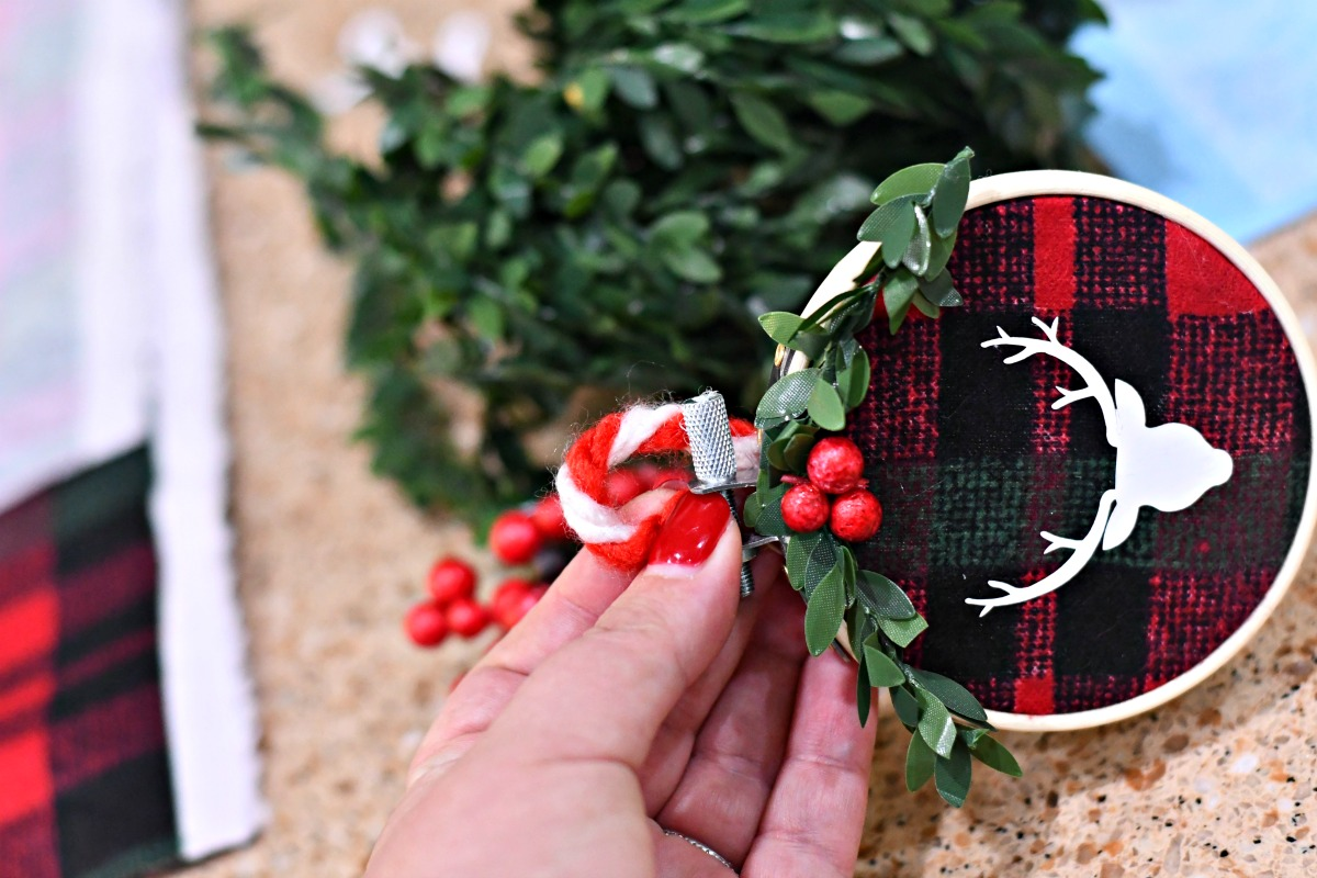 DIY Embroidery Hoop Christmas Ornaments – the front of the ornament