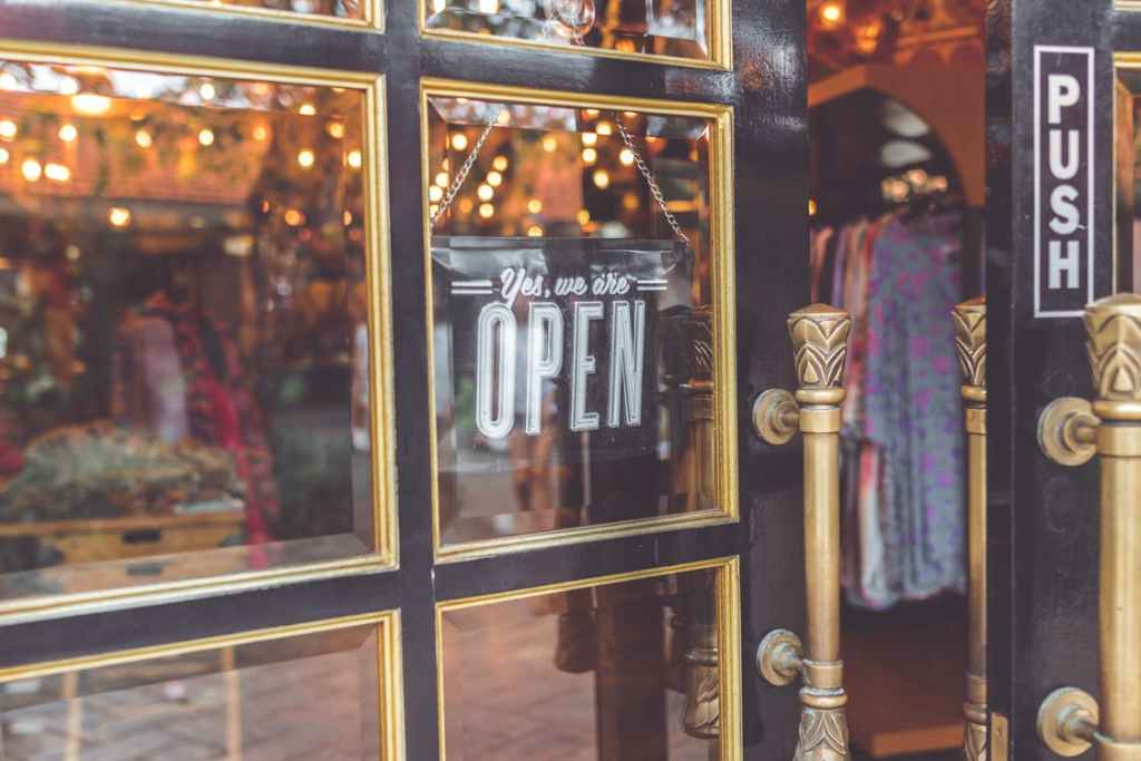 simple thoughtful ways to pay-it-forward in the new year – open the door