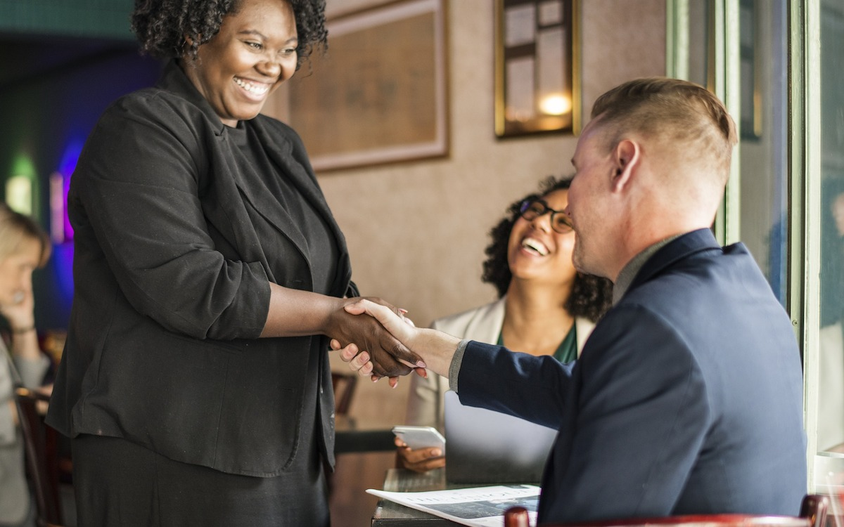 simple thoughtful ways to pay-it-forward in the new year – people shaking hands