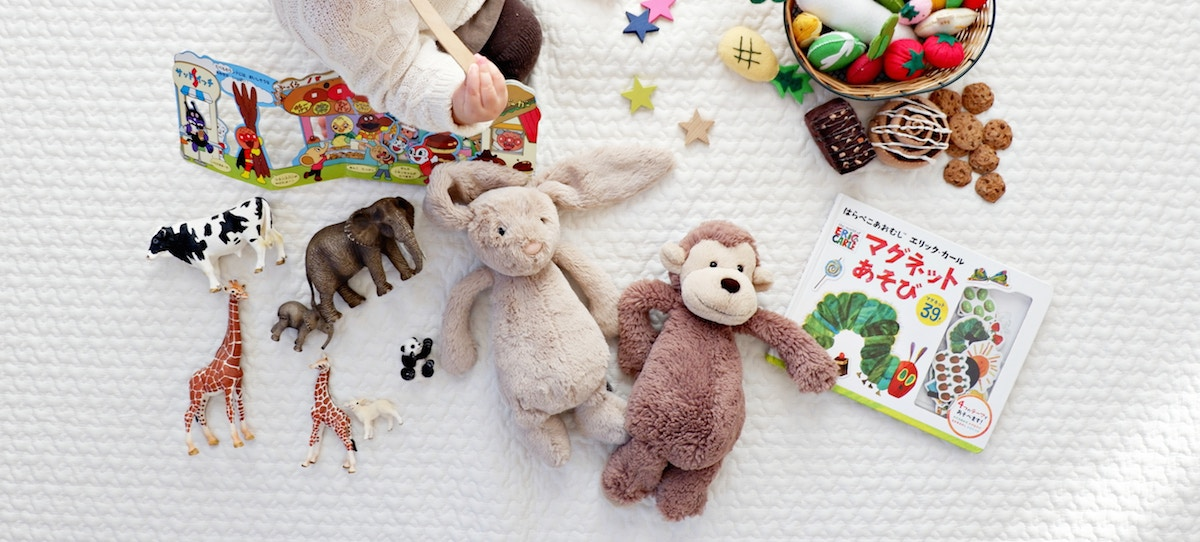 simple thoughtful ways to pay-it-forward in the new year – clean out toys and donate them