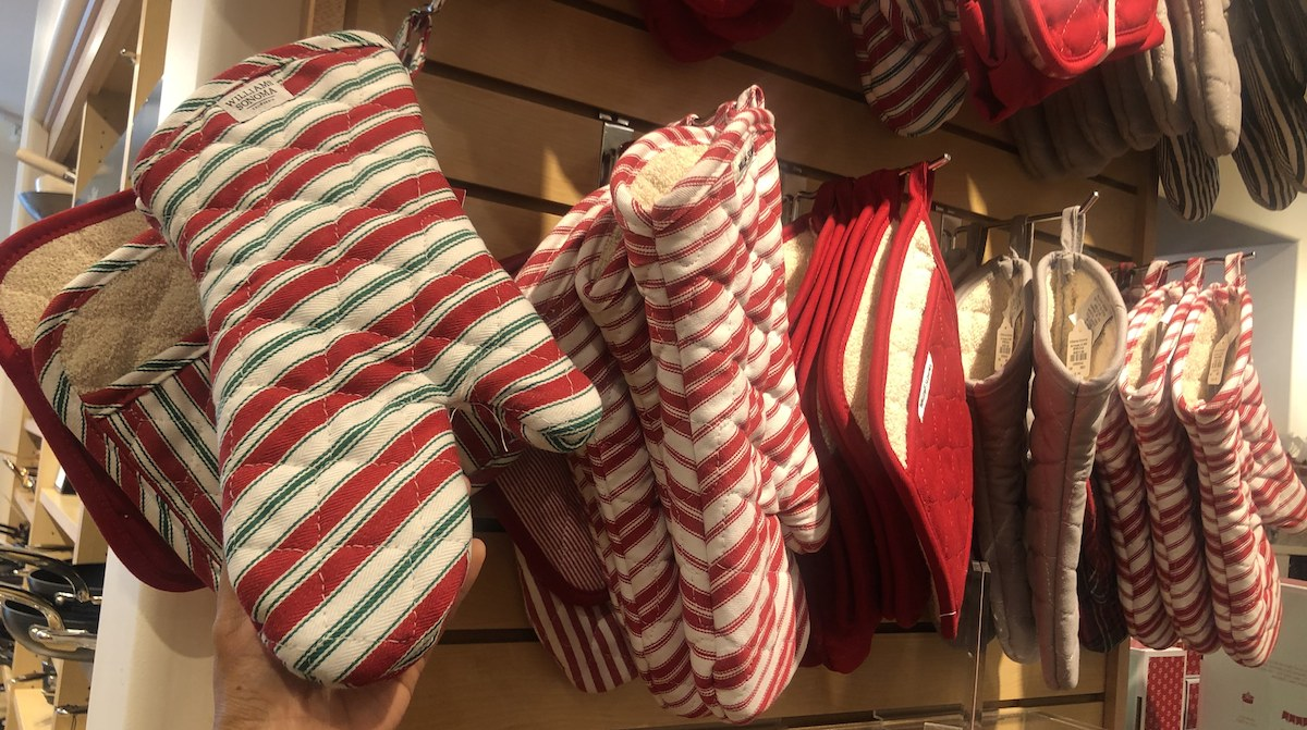 ultimate gift guide ideas under 25 — williams and sonoma holiday oven mitt and pot holder set