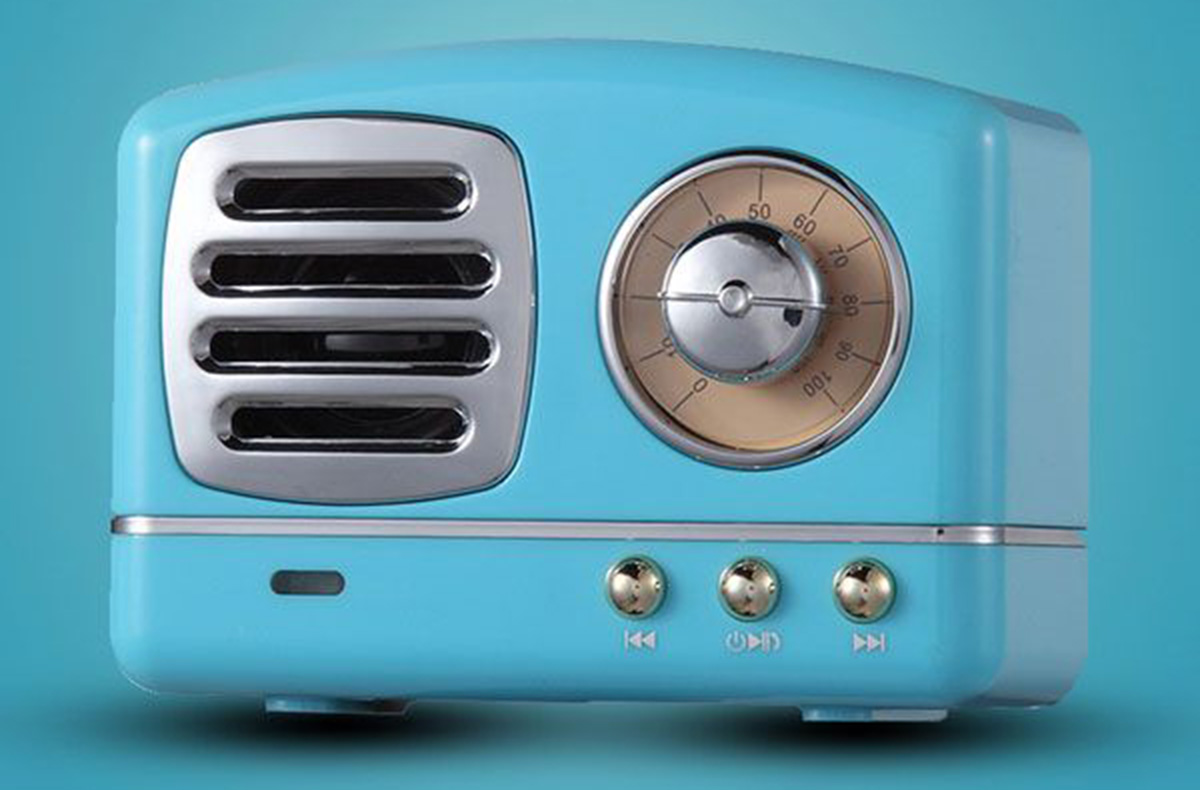 Small retro radio bluetooth speaker