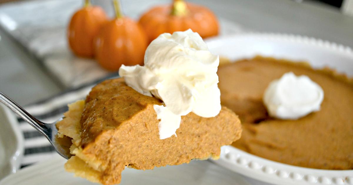 Hip2keto pumpkin pie keto recipe - slice of pie