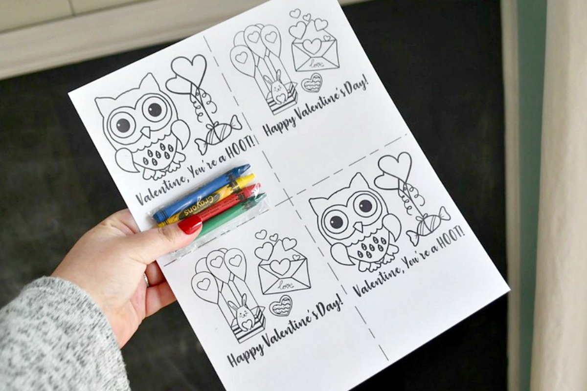 DIY Crayon Valentines (Free Printable Included) – uncolored sections and crayons