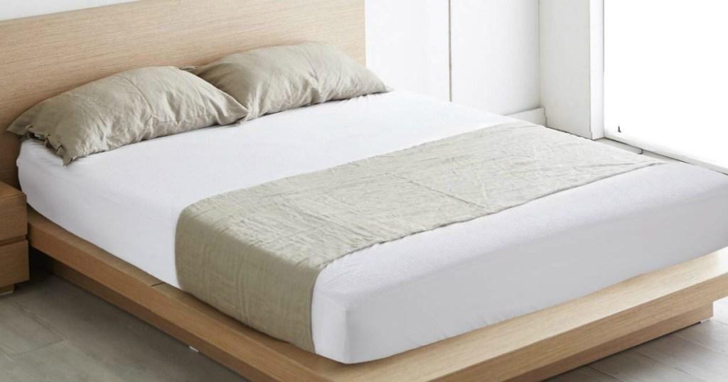 Bedsure Waterproof Mattress Protector