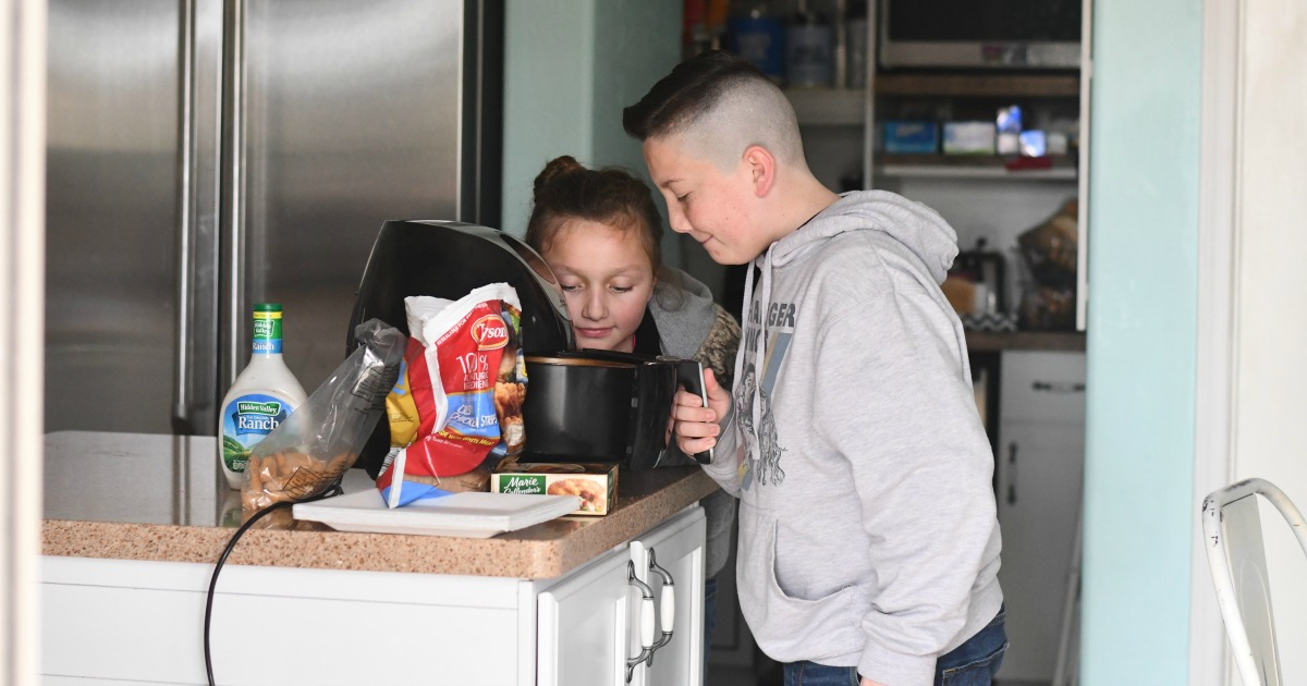 Lina's kids looking into an air fryer