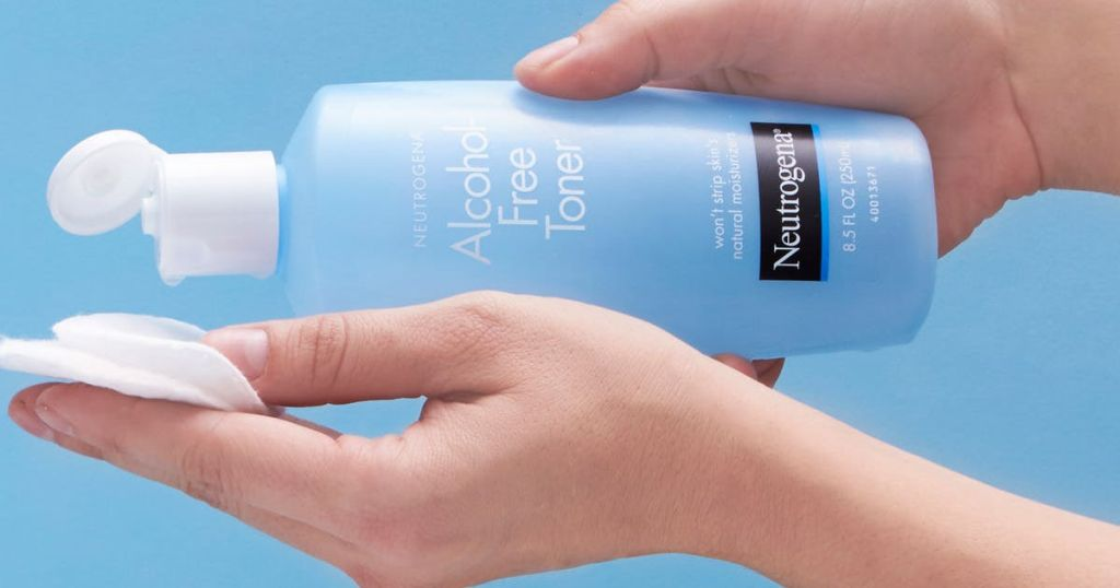 Neutrogena Oil Alcohol-Free Facial Toner in hand