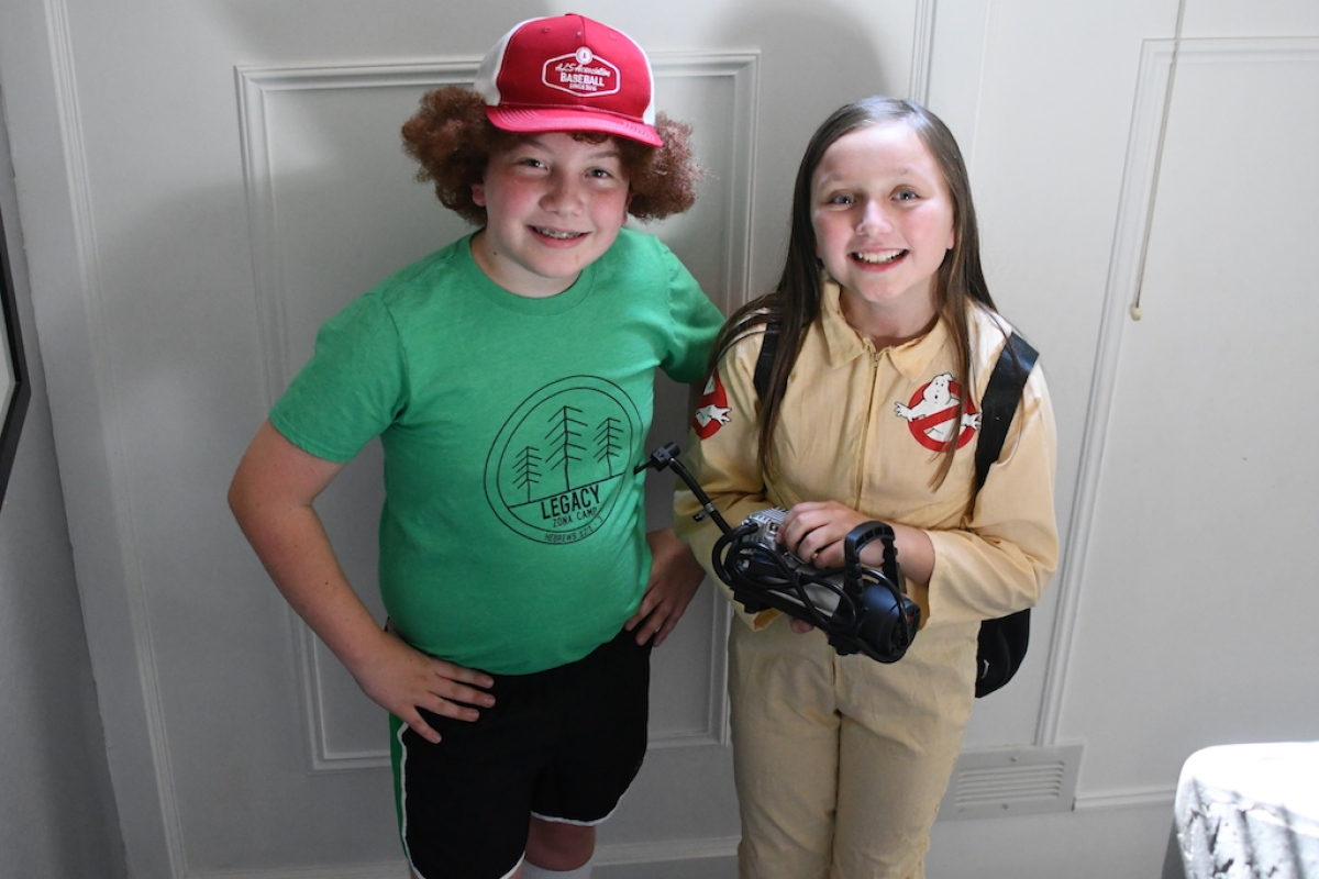 kids wearing strangers things diy thrift store costumes