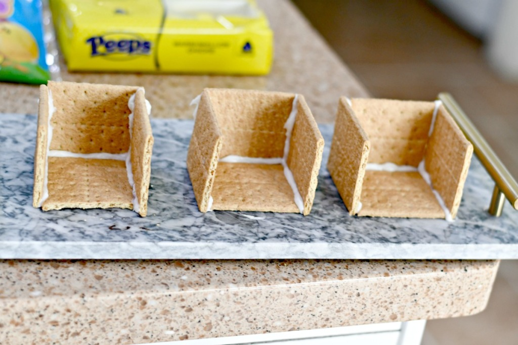 make a house with graham crackers