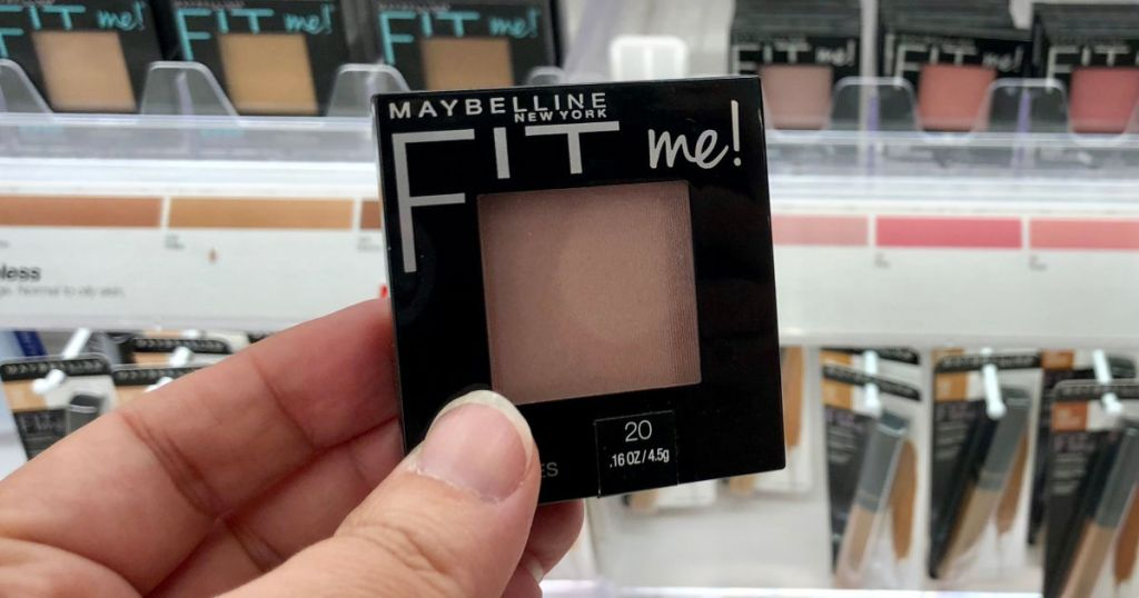 hand holding maybelline fit me blush
