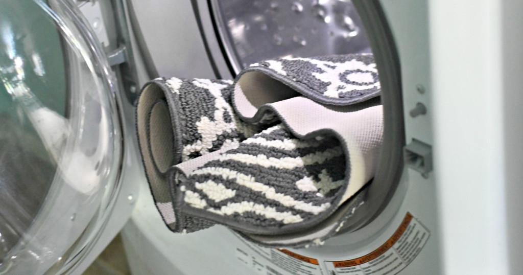 washing machine with rugs inside