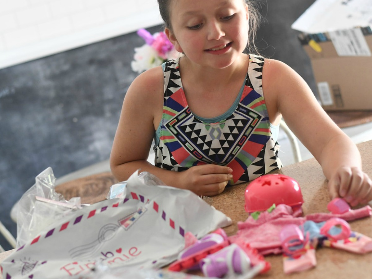 young girl playing with Club Eimmie contents