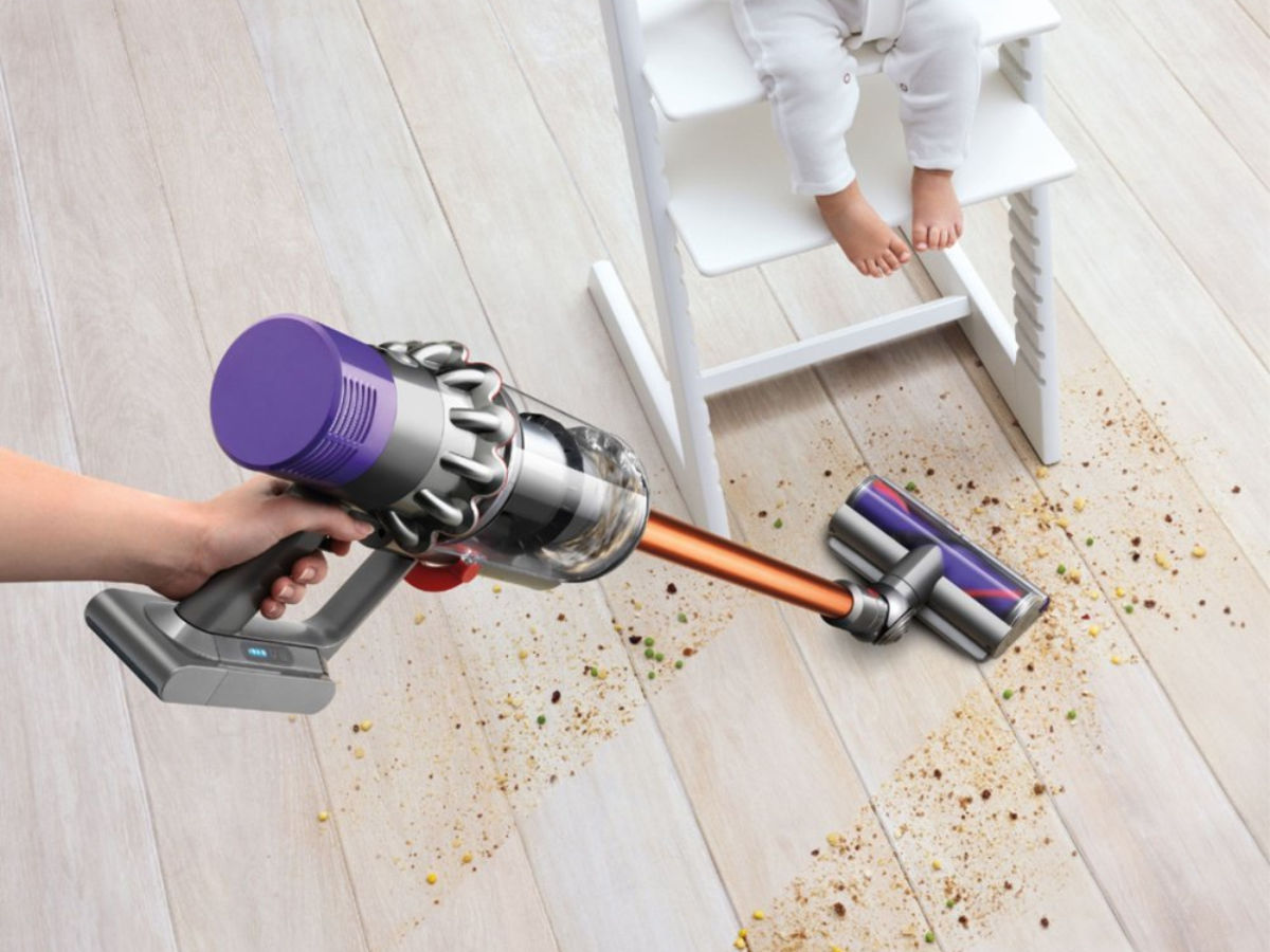 Dyson v10 copper cyclone absolute cleaning floors
