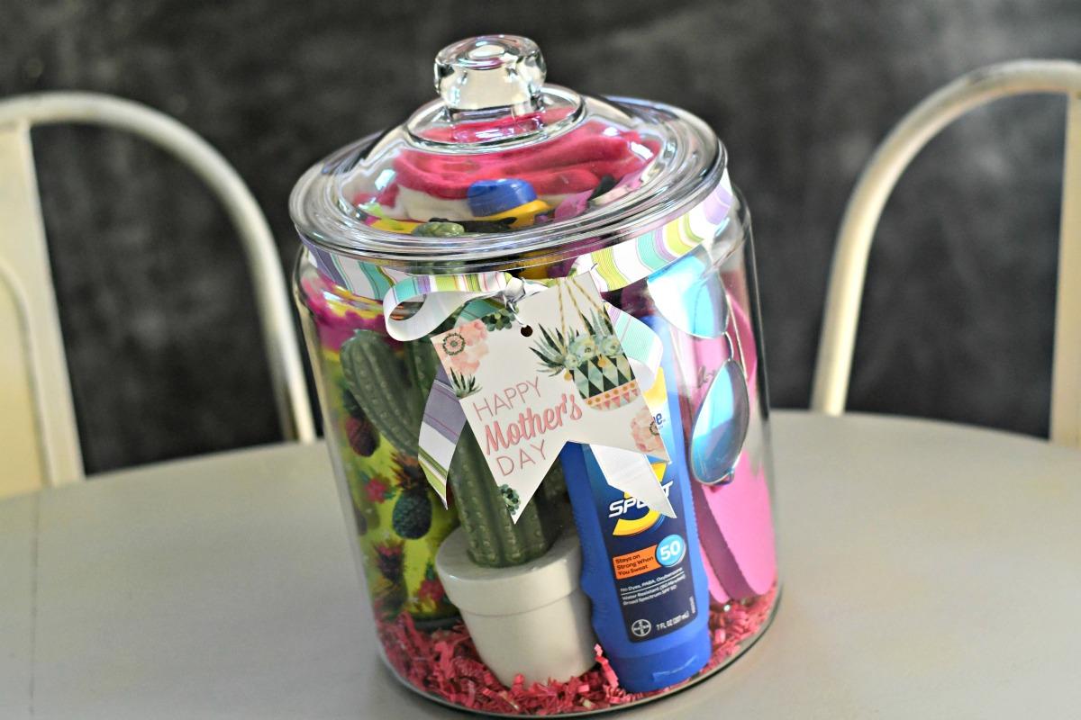 mom on holiday theme gift jar