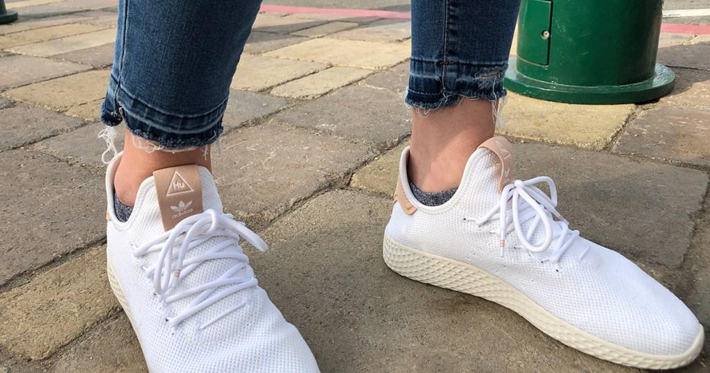 released hem denim diy — wearing released hem jeans with sneaker