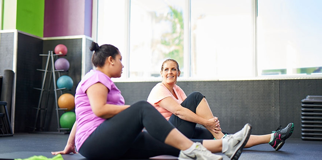 two youfit members chatting