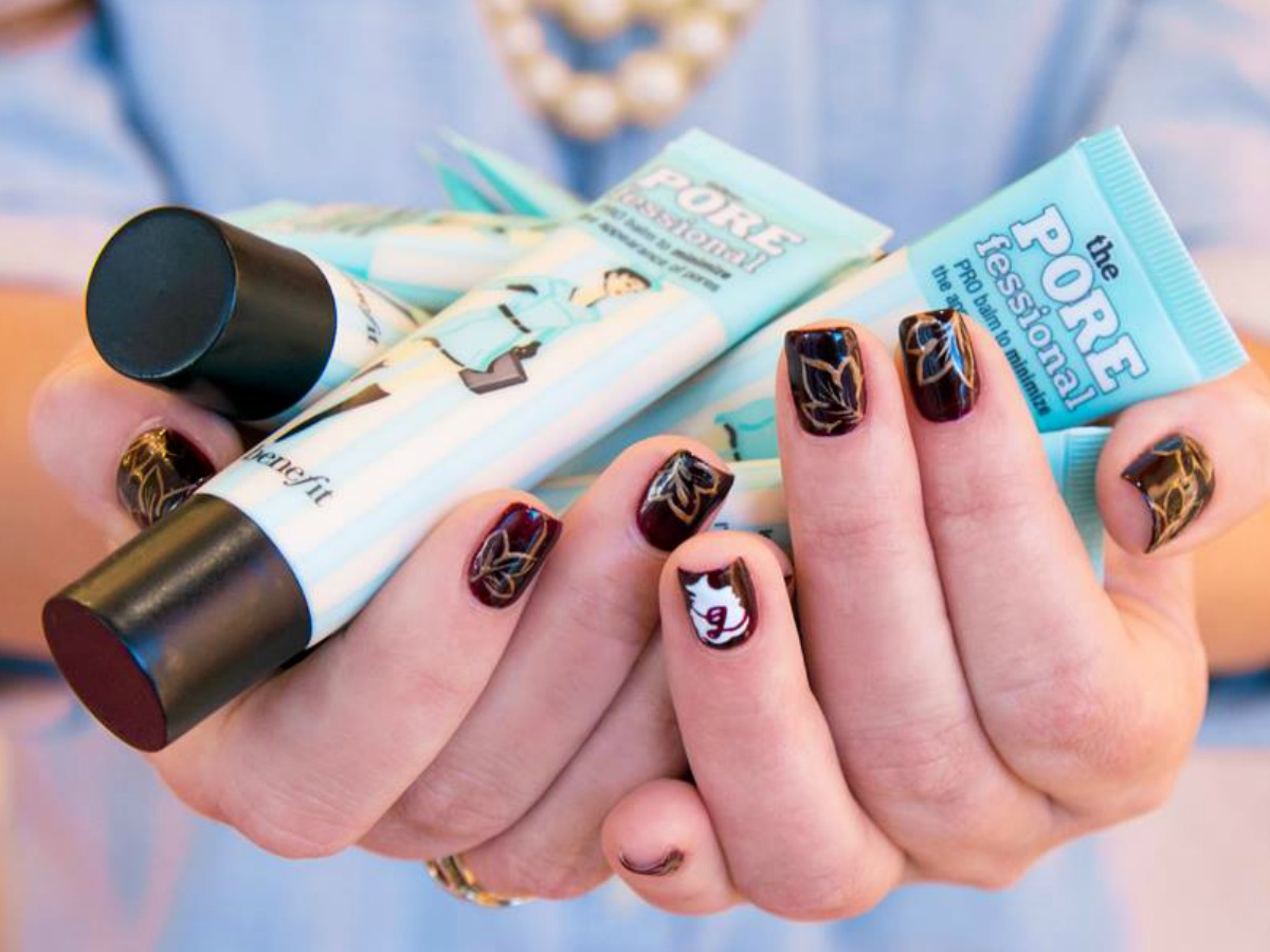 Woman holding Benefit Cosmetics The POREfessional tubes in her hands