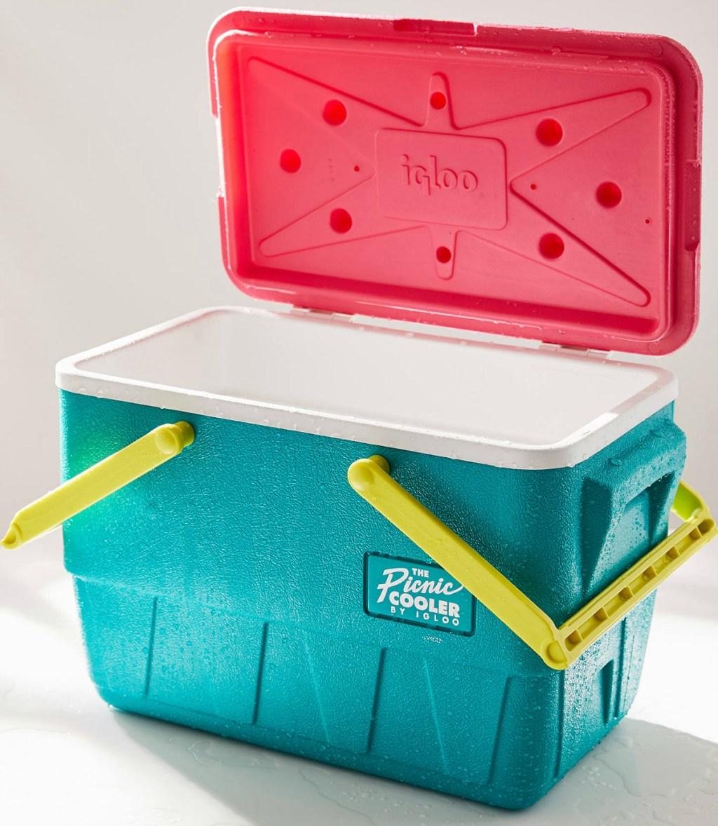 Igloo Retro Limited Edition Picnic Basket 25 Qt Cooler